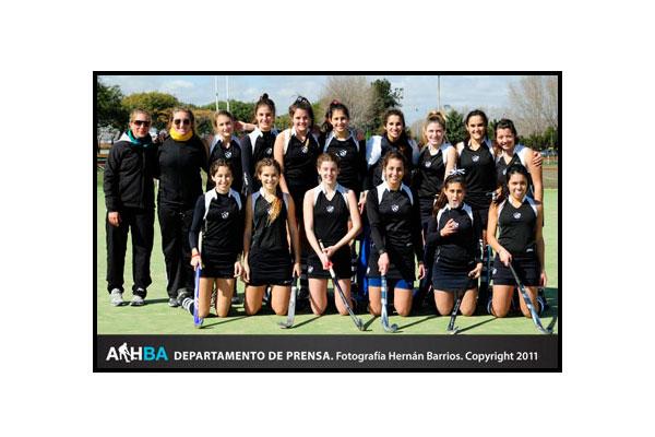 Las chicas de Universitario de La Plata campeonas en la sexta (Foto: Prensa AAHBA/Hernán Barrios)
