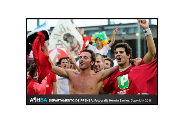 Lucas Vila y Juan Martín Lopez festejan el título (Foto: Prensa AAHBA/Hernán Barrios)
