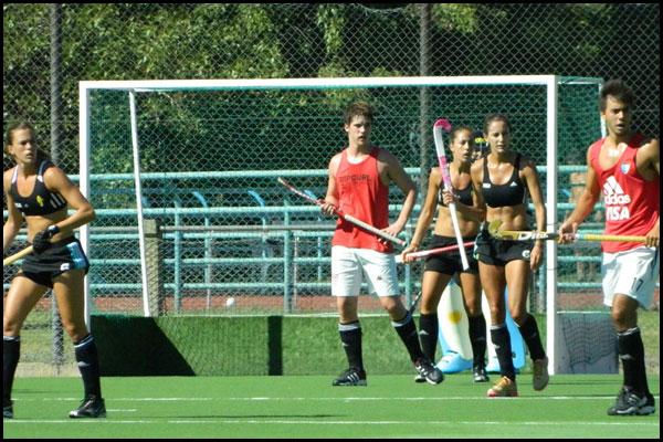 Las Leonas en el partido que jugaron ante Bco Provincia (Foto: Prensa CAH)